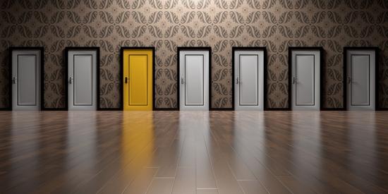 Výběr dveří za kterými se skrývá nejlepší odměna za dobití - vložený v článku
